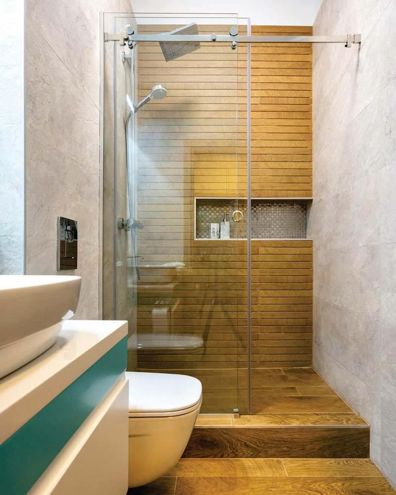 rivestimenti bagno in differenti materiali