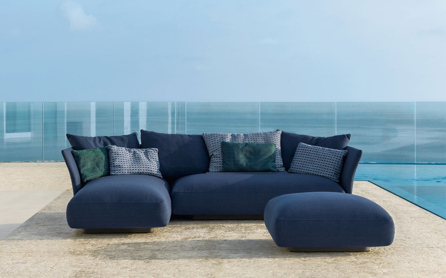 divano outdoor in classic blue