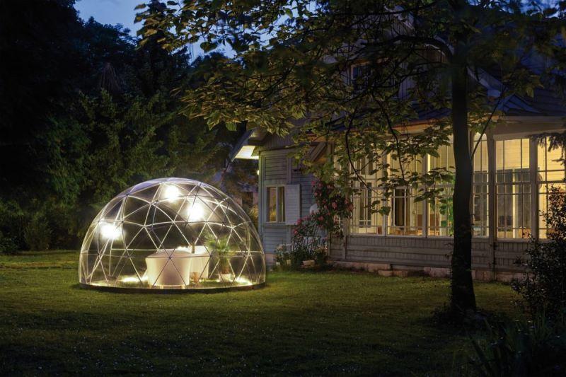 Cupola geodetica trasparente per giardino di casa