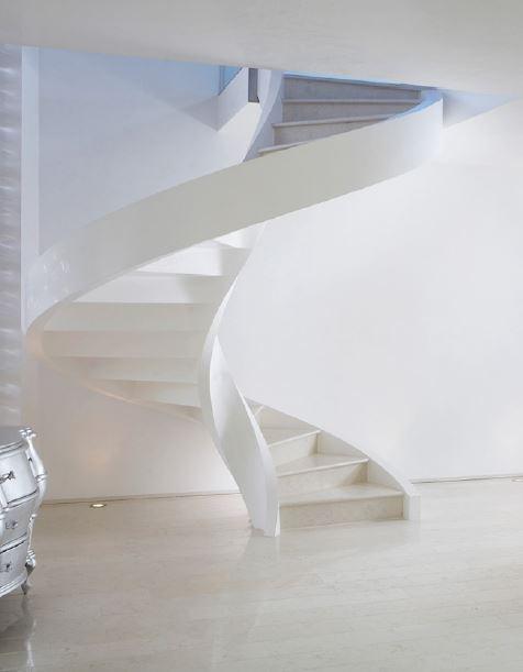 Grande scala a chiocciola elicoidale bianca