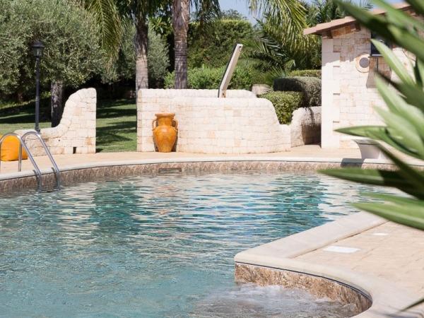 piscina esterna con doccia