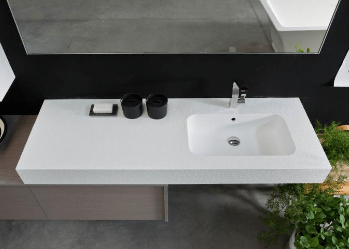 Mobile con lavabo di grande spessore in resina Tekortstone