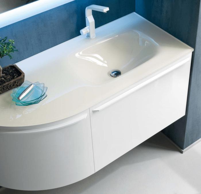 Mobile bagno con piano e lavabo in cristallo lucido