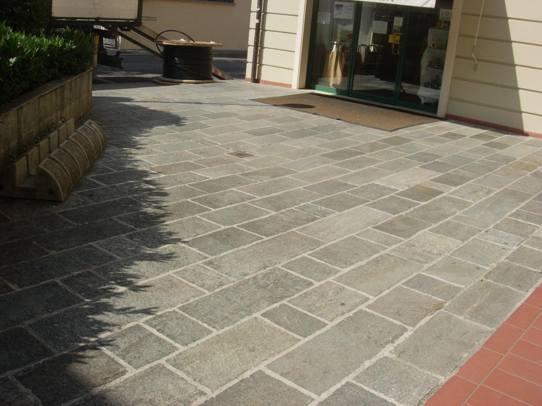 Pavimentazione in quadrettoni di pietra
