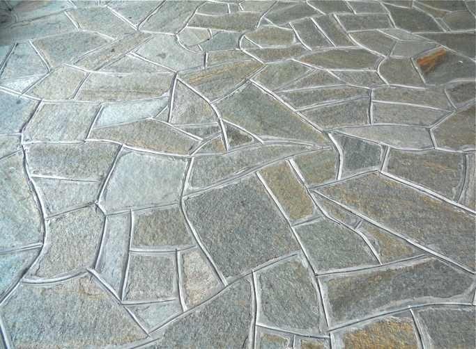 Piazzali in pietra con pavimentazione a mosaico opus incertum
